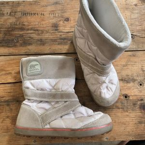SOREL 11 GLACY Quilted Snow Boots Womens